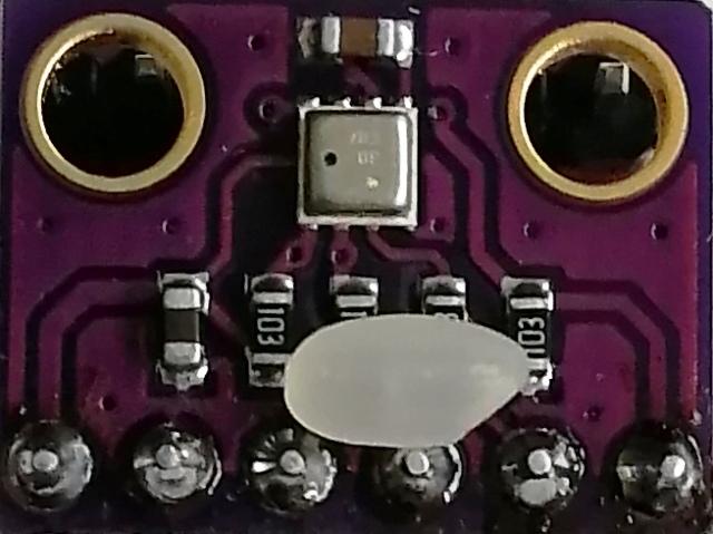 『 BME280 とesp32で温度・湿度・気圧を測定する 』 ..販売されています。米粒を置いてみました。 (^^;..